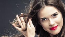 How to keep hair flyaways