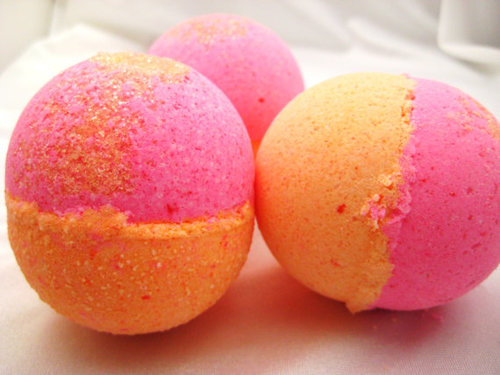 How to make bath bombs at home