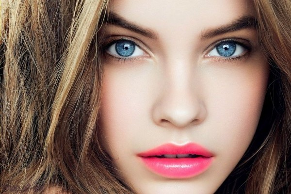 Best hair color for blue eye woman
