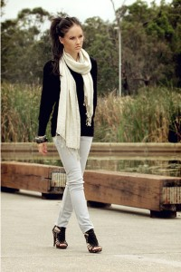 black-avocado-top-valley-girl-jeans-beige-valley-girl-scarf-black-varsavia_400