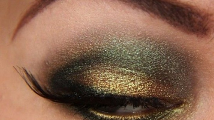 Make up for green and gold eye make up