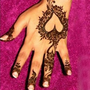 Attractive Heart Shaped Mehndi Design
