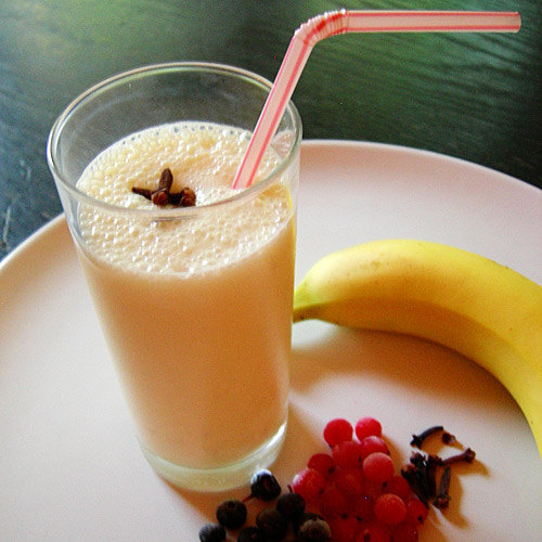 Easy quick ways make banana milkshake