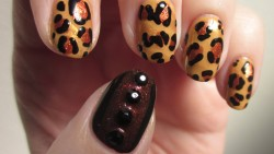Beautiful cheetah nail art