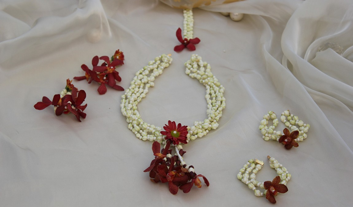 Mehndi Flower Image : Fresh flower jewellery for mehndi beauty and style