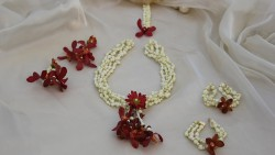 Fresh flower jewellery for mehndi