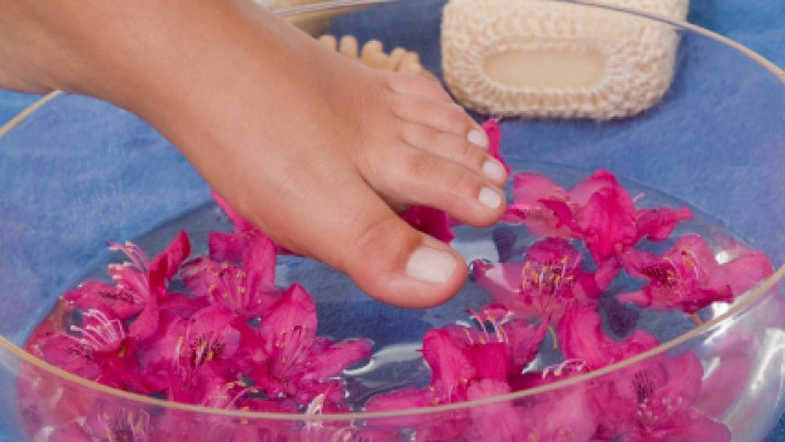 Hydrogen peroxide to treating nail fungus