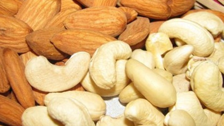 DIFFERENCES BETWEEN ALMONDS AND CASHEWS