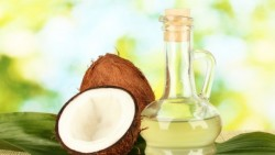 How Does Coconut Oil Help Treat Dandruff?