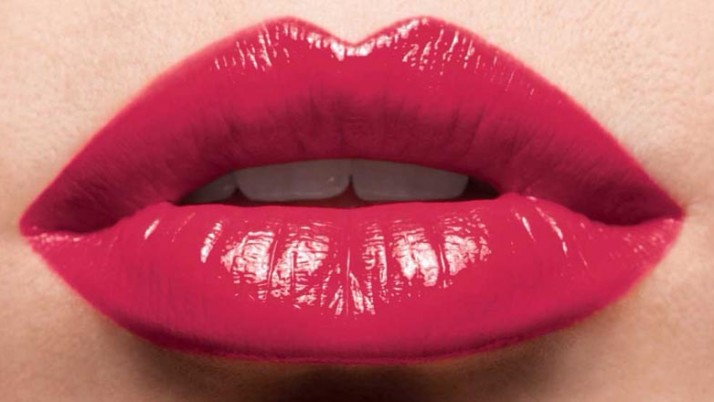 How To Mattify A Glossy Lipstick?