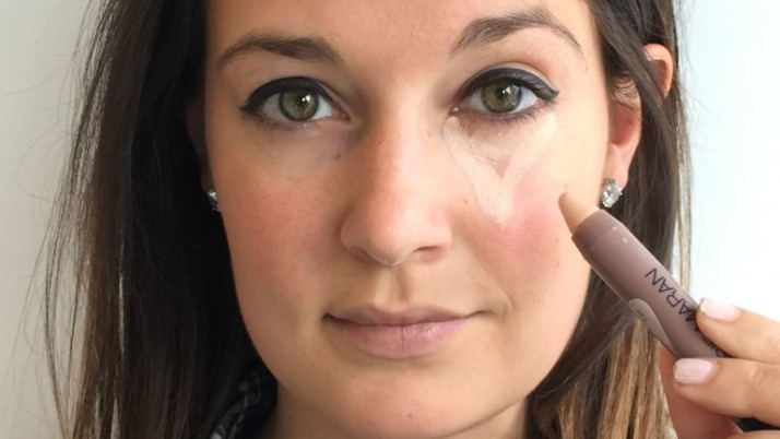 How to apply concealer under eyes perfectly?
