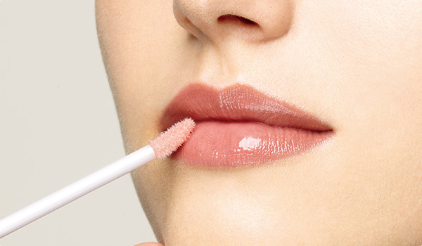How To Apply Lip Gloss Perfectly – Step By Step Tutorial