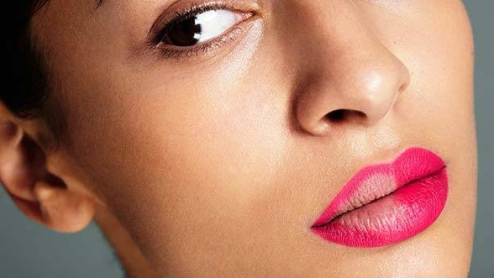 How To Apply Lipstick On Thin Lips Perfectly?