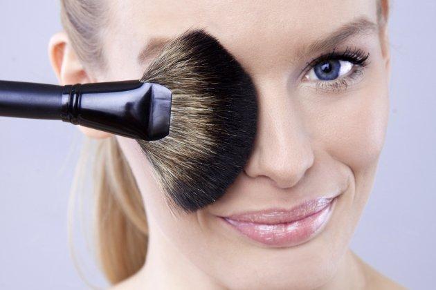 Correcting Makeup Flaws