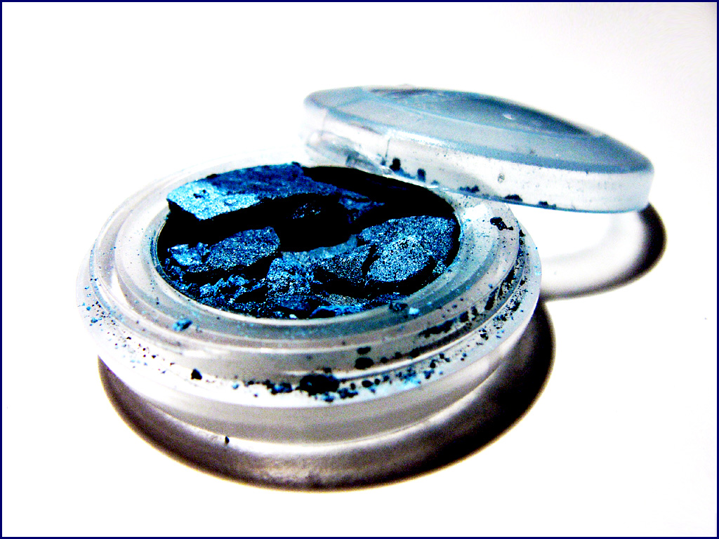 Different Uses Of Broken Eye shadows You Should Try Out
