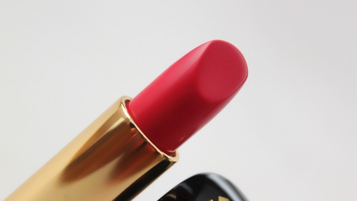 How To Customize Your Lipstick To Make It Wearable
