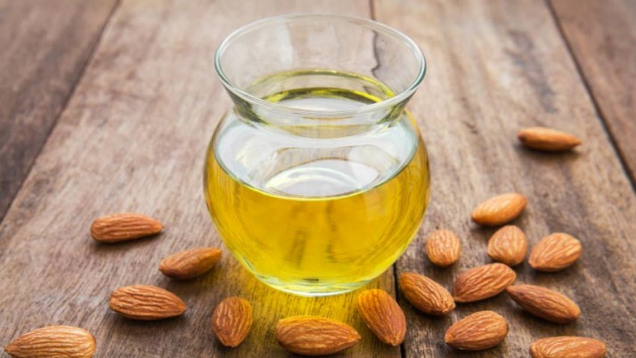 Almond oil to remove makeup