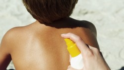 Which Sunscreen is better: Spray or Lotion?