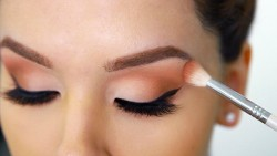 How to apply eye makeup safely