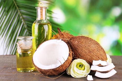 Coconut oil hair mask for healthy hair