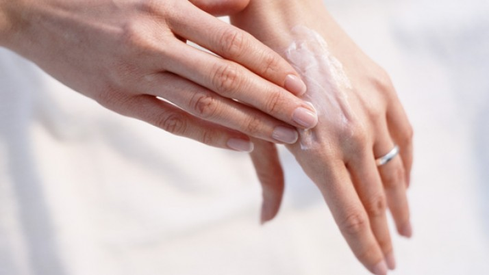 YOUNGER LOOKING HANDS- KEEPING HANDS BEAUTIFUL AS WE AGE